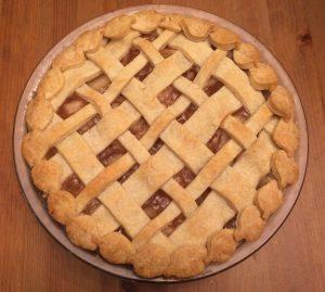 apple-pie-with-lattice-leaf-crust